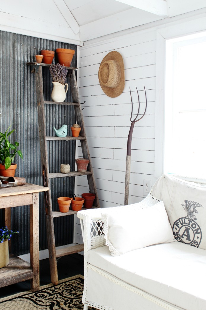 Use old farm tools like a rusty pitchfork and well worn ladder for charming farmhouse style decorating   ww.knickoftime.net