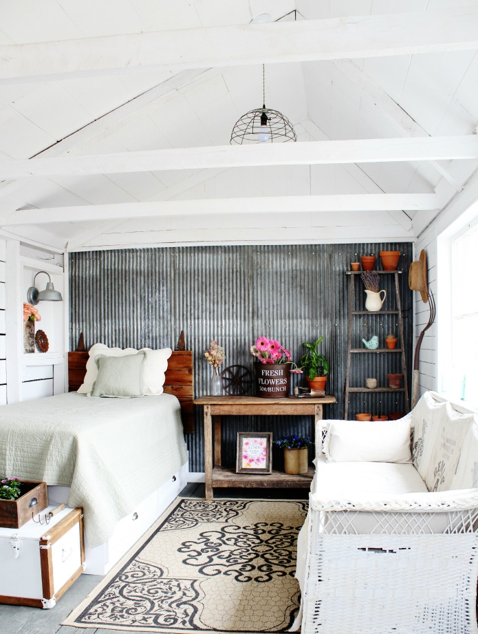 Fixer Upper Farmhouse Style Guest Room | www.knickoftime.net