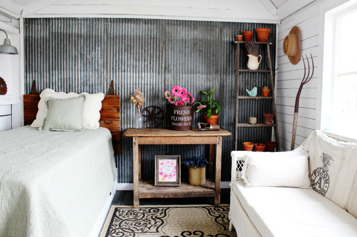 Spring Garden Decorating in the Farmhouse Guest Room   www.knickoftime.net