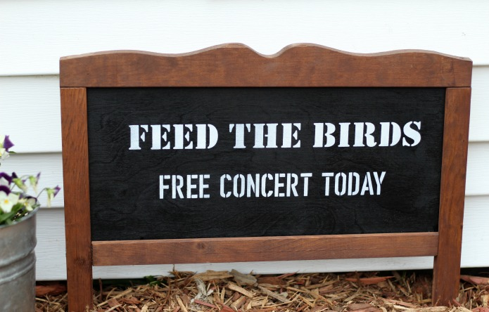 How to make an Easy Garden Sign with a no- build rustic frame | www.knickoftime.net