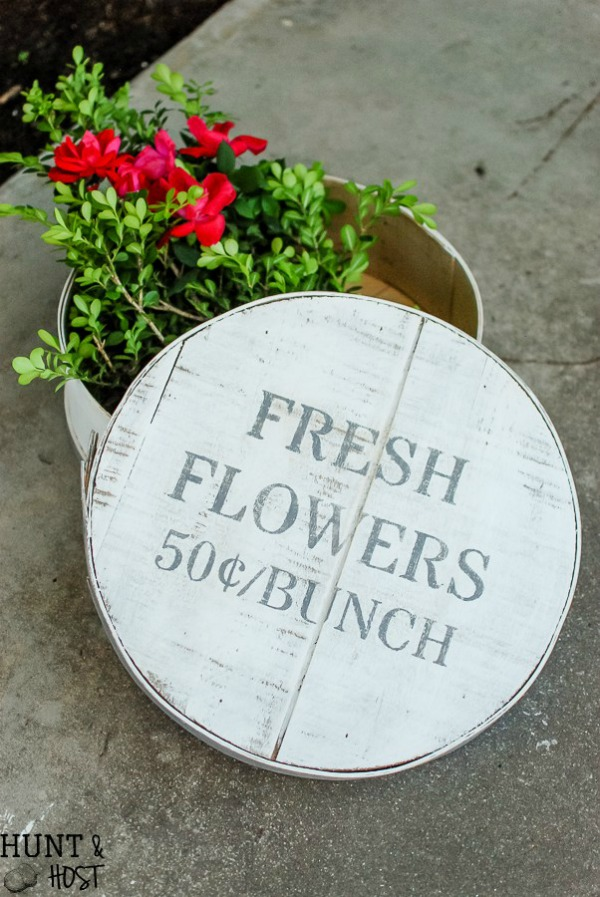 Turn a wooden cheese box into beautiful farmhouse decor with the Fresh Flowers stencil from Knick of Time's Vintage Sign Stencils