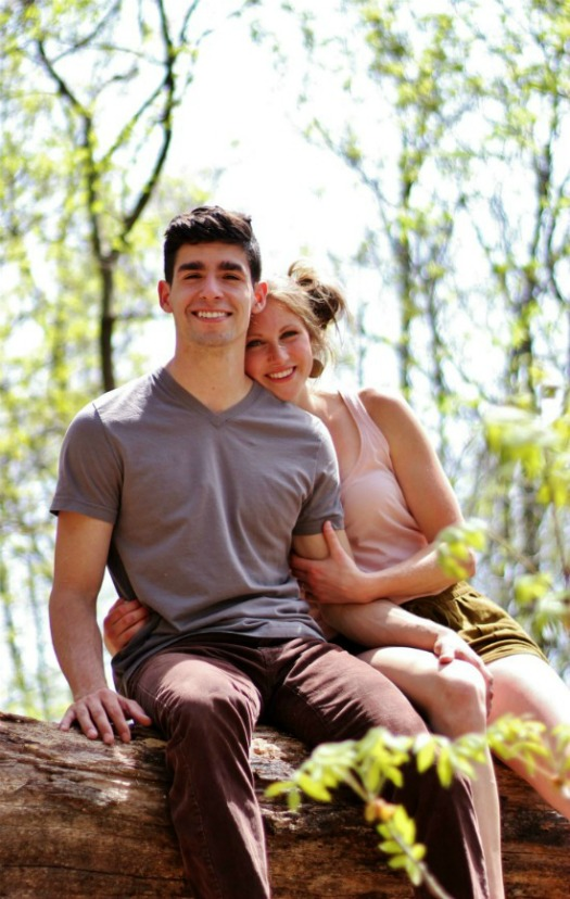 Beautiful and relaxed outdoor wedding engagement photo session | www.knickoftime.net