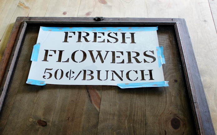 How to paint a window screen sign with Vintage Sign Stencils | www.knickoftime.net