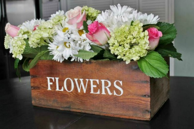 Weekending feature | vintage wooden stenciled flower crate by Adirondack Girl at Heart