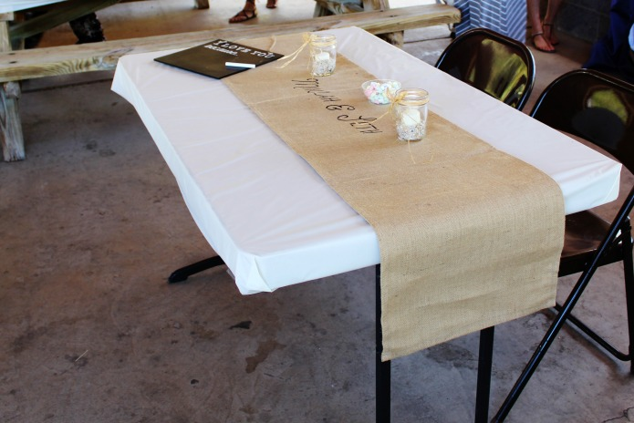 DIY burlap wedding bridal table runner | www.knickoftime.net