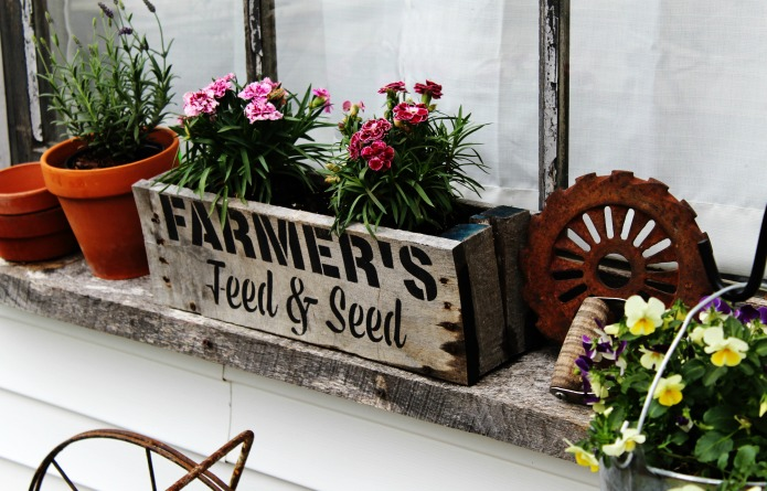 Decorate your flower beds with farmhouse style repurposed vintage junk! | www.knickoftime.net
