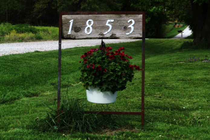 Junk Garden Decor - Repurosed realtor sign hanging flower basket house address | www.knickoftime.net