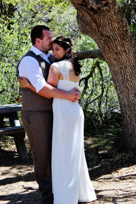 Outdoor mountain wedding bride and groom photography | www.knickoftime.net