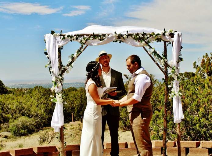 Budget Outdoor Wedding Rustic Wooden Wedding Arch | www.knickoftime.net