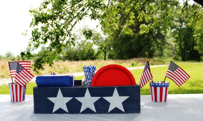 DIY Red White And Blue Patriotic Rustic Crate Table Centerpiece For July 4th Memorial