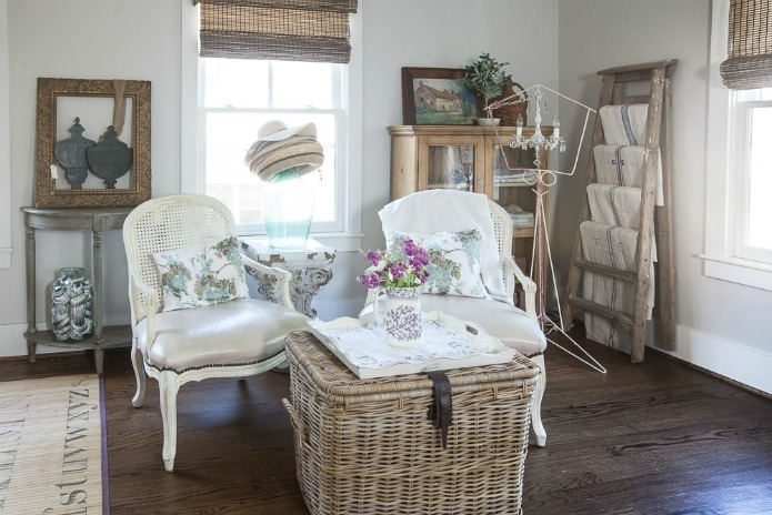 Basics for a beautiful guest room featured at Talk of the Town at Knick of Time