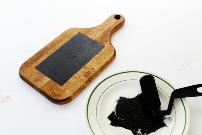 How to make a rustic Vintage Cutting Board Kitchen Chalk Board in under 30 minutes | www.knickoftime.net