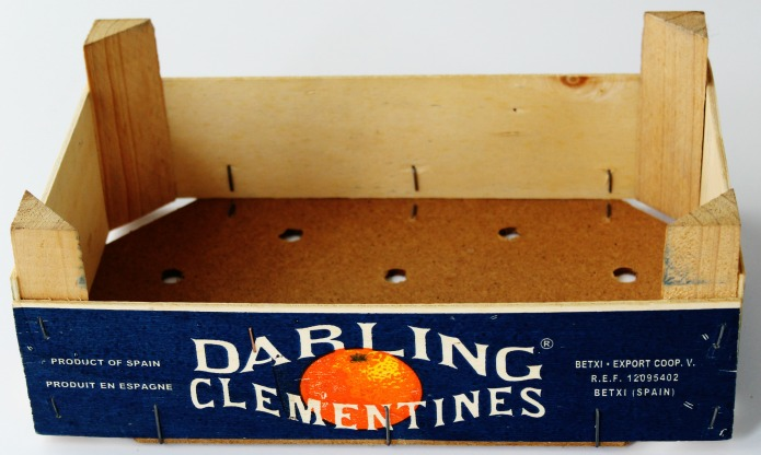 DIY Clementine Wooden Crate Floral Centerpiece Tutorial | www.knickoftime.net