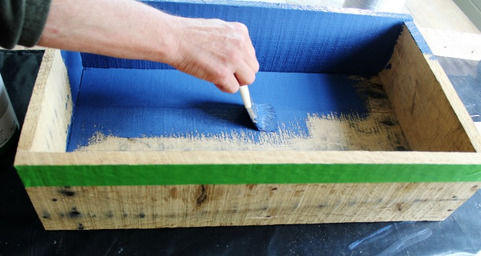 How to make a Pallet Wood Patriotic Party Picnic Crate tutorial | www.knickoftime.net