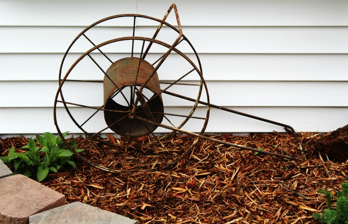 Rusty vintage junk decor in a farmhouse flower bed | www.knickoftime.net