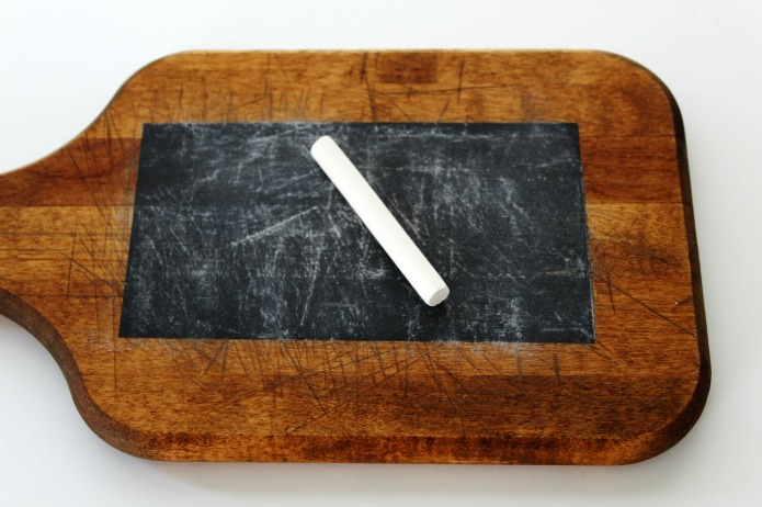 How to turn a vintage cutting board into a rustic farmhouse style kitchen chalkboard | www.knickoftime.net