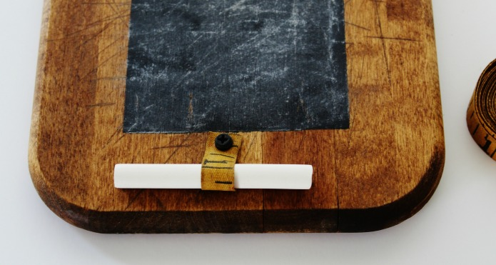 How to Make an Easy Vintage Cutting Board Kitchen Chalk Board | www.knickoftime.net