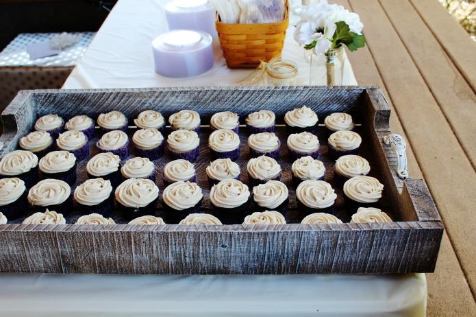 Wedding cupcakes on rustic DIY pallet wood serving tray   www.knickoftime.net