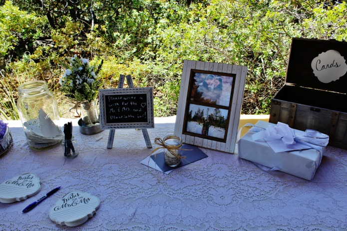 wedding gift table decor | www.knickoftime.net