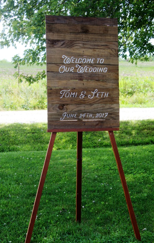 DIY Rustic handmade stenciled pallet wood welcome to our wedding sign with bride and groom's names and wedding date tutorial | www.knickoftime.net
