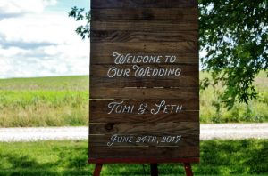 How to Make a Rustic Pallet Wood Wedding Sign with Flowers
