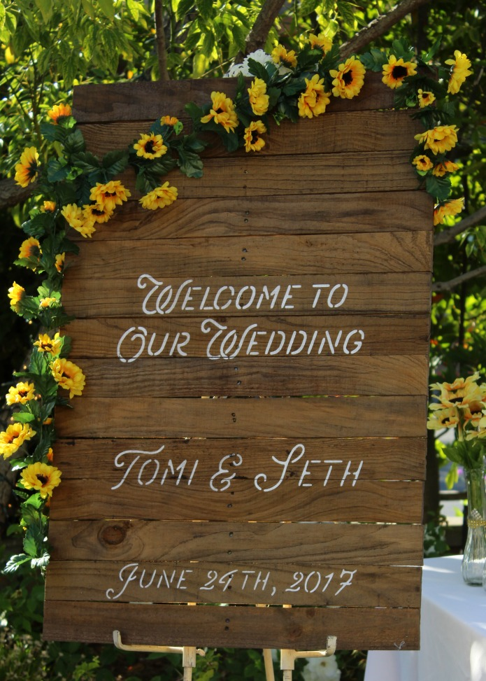 Pallet wood rustic sunflower wedding sign | www.knickoftime.net