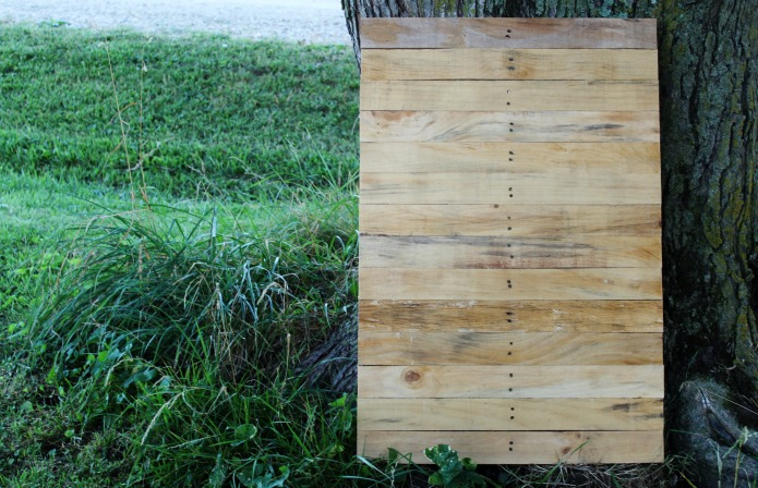 How to Make a Rustic Pallet Wood Wedding Sign Tutorial | www.knickoftime.net