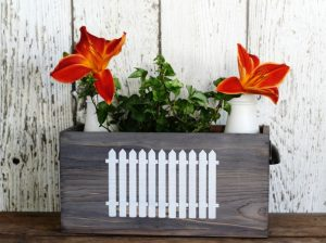 Picket Fence Farmhouse Decor | TV Tray & Crate Makeover