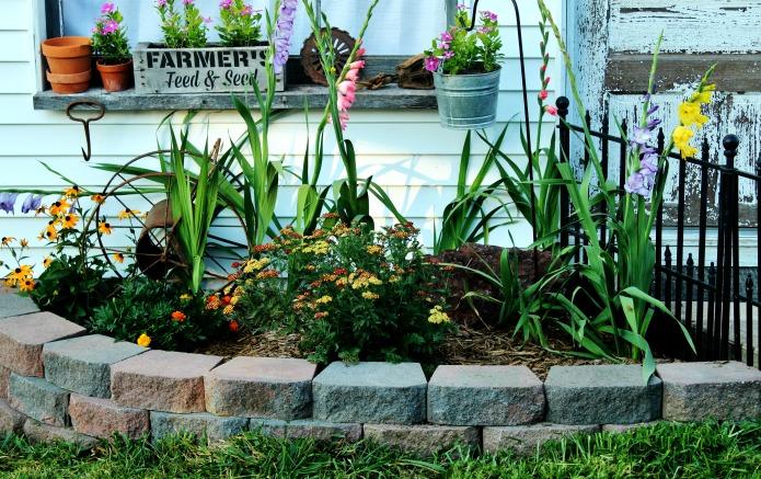 Mid Summer Farmhouse Junk Garden | www.knickoftime.net