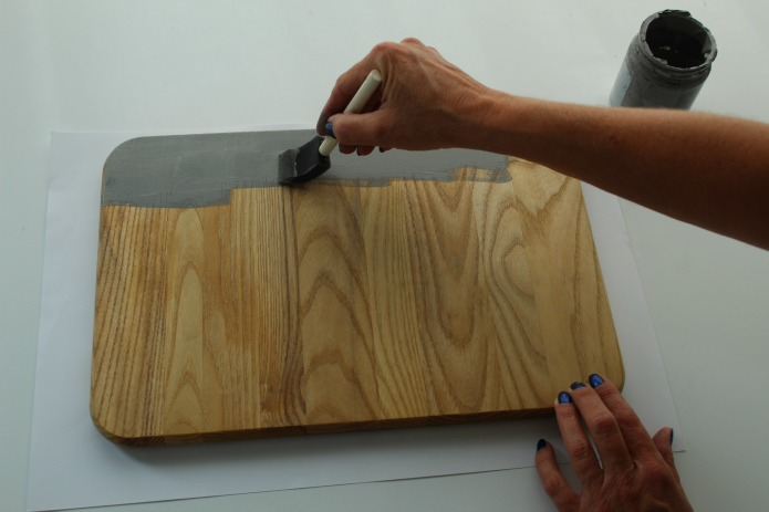 How to make a Repurposed Vintage Cutting Board Serving Tray | www.knickoftime.net