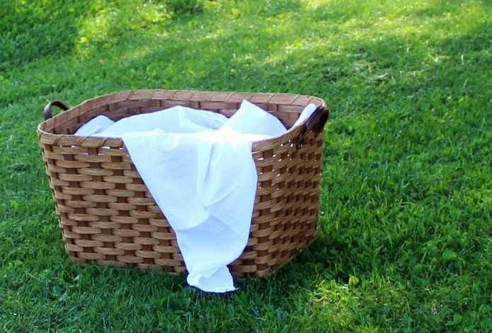 Amish handmade laundry basket from amishbaskets.com