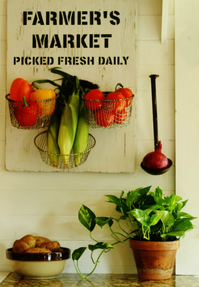Bring the Farmer's Market indoors withh this easy DIY Farmer's Market Sign Kitchen Produce Baskets | www.knickoftime.net