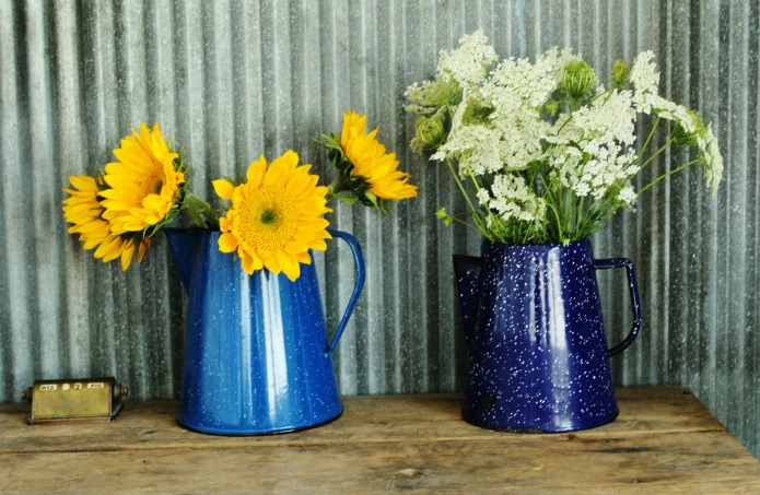 Sunflowers and wildflowers in vintage enamelware pitchers | www.knickoftime.net