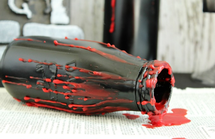 Easy DIY Creepy Halloween Bottles party decorations | www.knickoftime.net