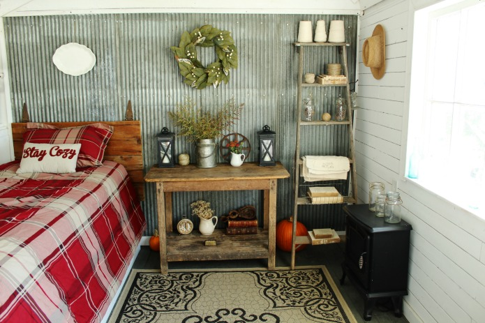 Fall Guest House Tour + 5 Easy Farmhouse Style Decorating Ideas | www.knickoftime.net