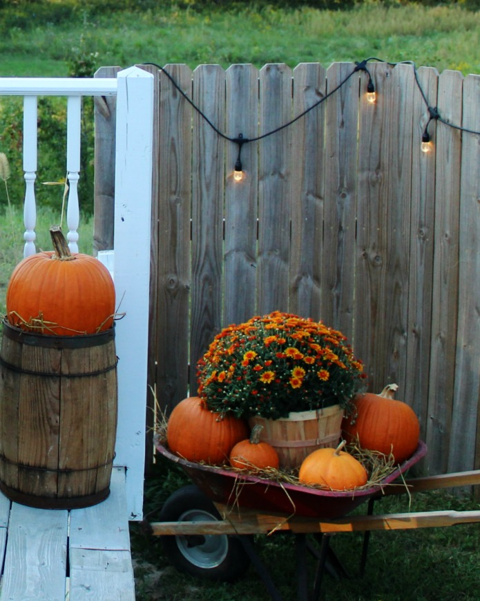 Fall Porch Decorating Ideas | www.knickoftime.net
