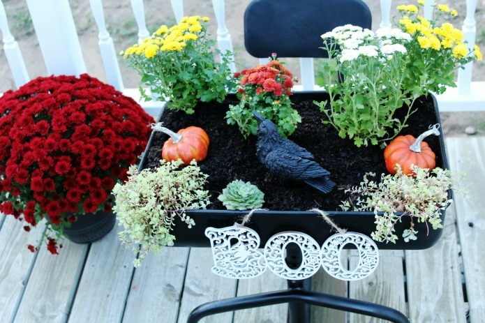 Turn and old school desk into a fun Fall Halloween Planter for the porch | www.knickoftime.net