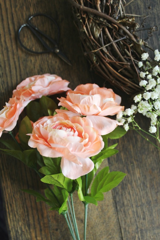 How to Make a Faux Flowers Baby's Breath Grapevine Wreath | www.knickoftime.net