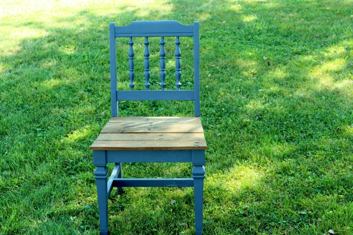 Rustic pallet wood seat painted wedding chair | www.knickoftime.net
