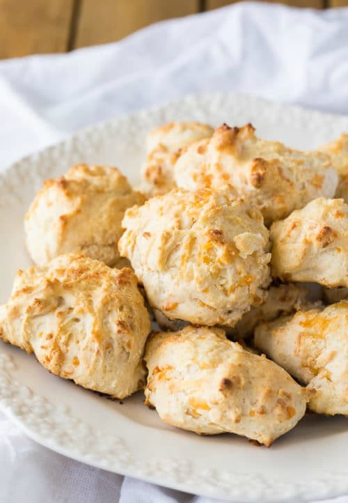 Cheddar Garlic Biscuits by Housewife How-Tos