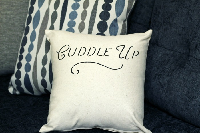 How to make DIY canvas pillow for fall or winter | www.knickoftime.net