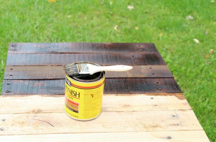 DIY farmhouse pallet wood sign | www.knickoftime.net