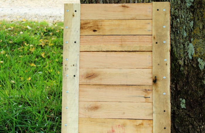 How to make a farmhouse pallet sign | www.knickoftime.net