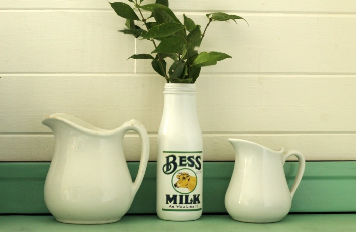 Farmhouse style milk bottle with free printable label |www.knickoftime.net