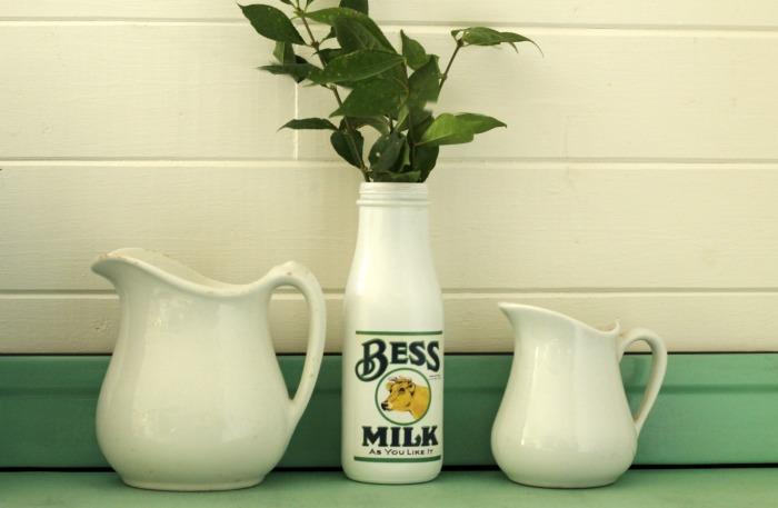 Farmhouse style milk bottle with free printable label |www.knickoftime.net
