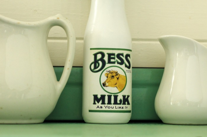 DIY Vintage Style Milk Bottle for farmhouse kitchen decor | www.knickoftime.net