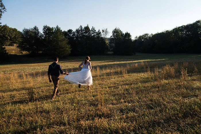 Rural outdoor wedding moments photos by @abbysummitttran