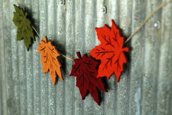 If you love the changing leaves in fall, make this easy DIY falling leaves garland | www.knickoftime.net