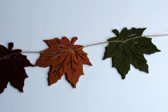 How to make a Falling leaves DIY garland | www.knickoftime.net
