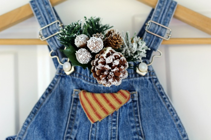 Upcycled Denim Farmhouse Christmas Alterative Wreath Tutorial | www.knick oftime.net
